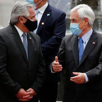 """""""Si hubiésemos estado más unidos podríamos haber sobrellevado mejor la pandemia"""", dice Fernández a Piñera en La Moneda"""