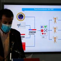 """Ministro Delgado exige """"respuesta inmediata"""" por error en mensaje de emergencia de la Onemi"""
