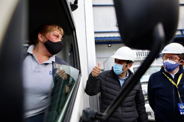 """Gobierno inicia distribución nacional de vacunas Sinovac: """"Se están enviando a regiones 1.820.000 dosis en 8 rutas"""