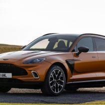 Llega a Chile el primer SUV de Aston Martin