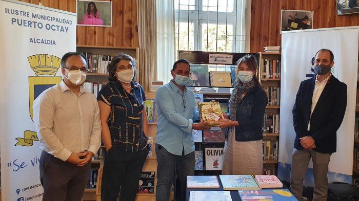 Municipalidad de Puerto Octay recibe donación de libros para Bibliomóvil