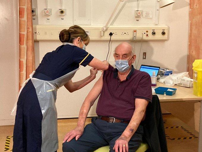 Con paciente de 82 años, Reino Unido inicia la campaña de inoculación con la vacuna de Oxford y AstraZeneca