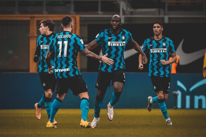 Inter se impuso 2-1 en el derbi contra AC Milán: los