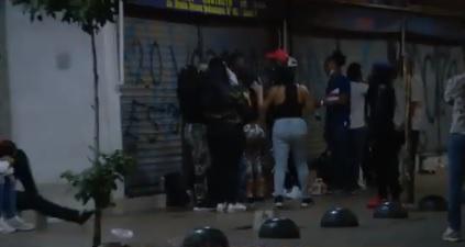 Vecinos de Estación Central denuncian continuas fiestas en horario de toque de queda en plena vía pública