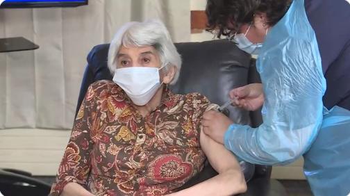 Minsal comenzó proceso de vacunación contra el Covid-19 para adultos mayores