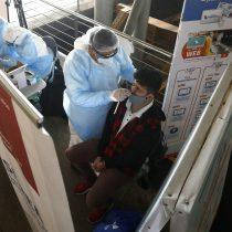 Seremi de Salud anuncia querella contra clínica de Las Condes acusada de vender exámenes PCR negativo