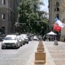 Con banderas a media asta recibieron en La Moneda el cortejo fúnebre de la destacada periodista Manola Robles