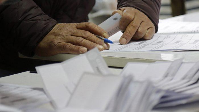 Proyecto de voto anticipado sigue generando discrepancias: parlamentarios insisten con siete días de antelación y el Ejecutivo propone solo dos