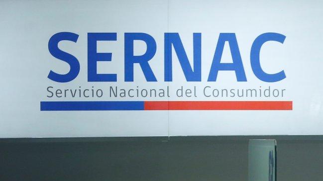 Siguen las controversias por la CuentaRUT: Sernac oficia a Banco Estado por el recambio de tarjetas