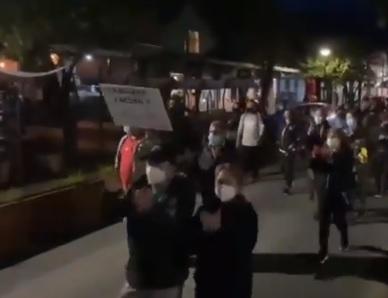 Trabajadores del turismo protestaron en Pucón por el retroceso a cuarentena en el Plan Paso a Paso