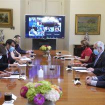 La Moneda trata de administrar la expectativa: Piñera tiene cumbre con alcaldes pero Gobierno aún no aterriza plan de vacunación contra el Covid-19