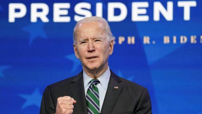 Biden revoca medida que veta ingreso a migrantes por riesgo laboral