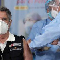 Coronavirus en Perú: el escándalo por las vacunas de covid-19 que ya provocó la renuncia de dos ministros y una investigación contra el expresidente Vizcarra
