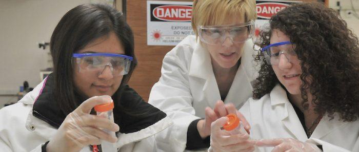 Mujeres en ciencia: Una eterna lucha contra los prejuicios