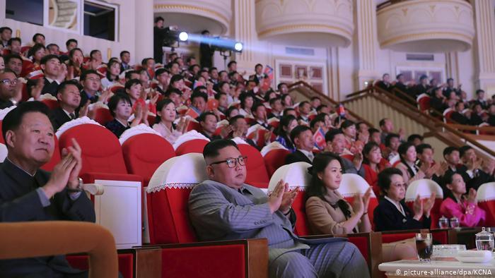 Reaparece en Pyonyang la esposa de Kim Jong-un tras más de un año de especulaciones