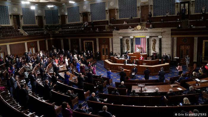 Cámara de Representantes de Estados Unidos aprueba plan de rescate anticoronavirus
