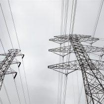 Ola de frío en Texas tiene a los residentes sin suministro eléctrico enfrentando las bajas temperaturas sin calefacción