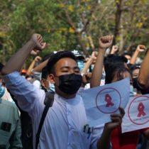 Dos manifestantes mueren por disparos en Birmania