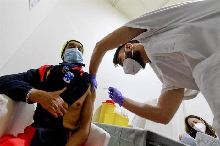 La desigualdad de las vacunas: OMS formula urgente llamado a las farmacéuticas para no dejar atrás a los países pobres