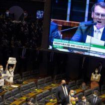 """""""Genocida, fascista"""": parlamento brasileño recibió con un fuerte abucheo al presidente Jair Bolsonaro"""