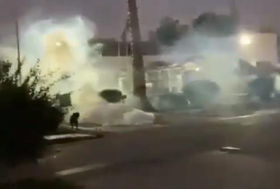 Ataques a comisarías y enfrentamientos con Carabineros fueron parte de una compleja noche en distintos puntos de la Región Metropolitana