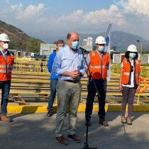 Autoridades anuncian reposición del servicio de agua potable en Lo Barnechea
