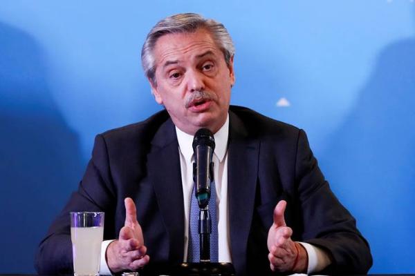 """Alberto Fernández pide al gobierno colombiano que cese la """"violencia institucional"""" en protestas y Bogotá replica al presidente argentino"""