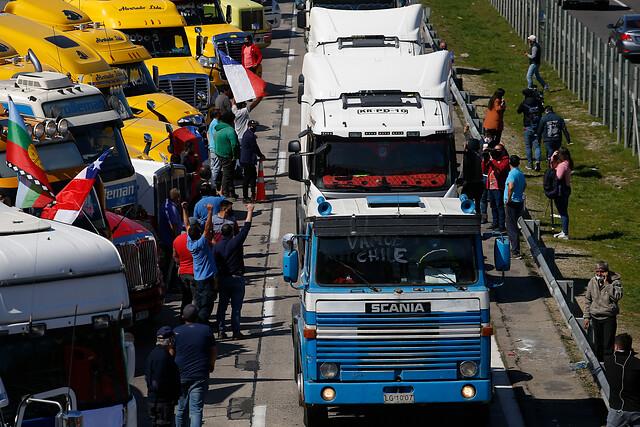Otra vez el fantasma de los camioneros ronda a La Moneda: amenazan con bloqueo de carreteras si Gobierno no toma medidas por ataques en la Macrozona Sur