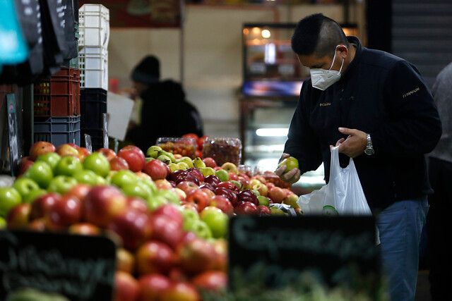 INE: precios al consumidor suben más de lo esperado y anotan alza de 0,7% en enero