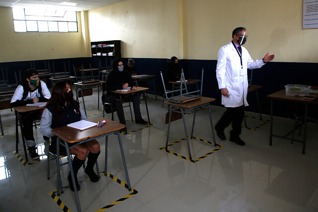 Ministro Figueroa defiende retorno a clases presenciales: