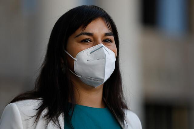 Izkia Siches admite que vacunación de parlamentarios fue definida por el Minsal: