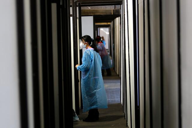 Covid-19 en Chile: contagios bajan de los 3 mil diarios en medio de plan de vacunación masiva