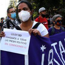 Nuevo viernes de manifestaciones: asistentes se congregan en Plaza Italia por los presos del estallido