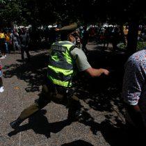 Manifestaciones en Plaza de Armas y Plaza Italia por Francisco Martínez, malabarista baleado por carabinero en Panguipulli