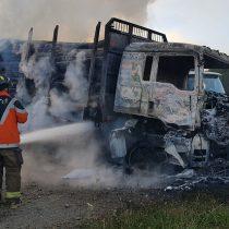 Serie de ataques incendiarios en provincia de Arauco deja al menos siete camiones quemados y un conductor herido a bala