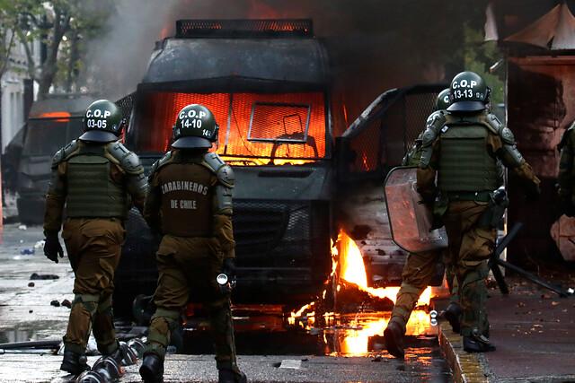 Protestas en Santiago contra la brutalidad policial dejan 45 detenidos