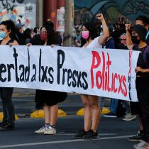 Manifestaciones en la Alameda por presos del estallido: estaciones Baquedano y U. Católica se encuentran cerradas