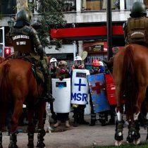 Viernes de manifestaciones en Plaza Italia terminó con 23 detenidos y ocho carabineros heridos