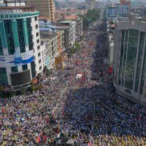 Masiva manifestación en Birmania desafía al Ejército