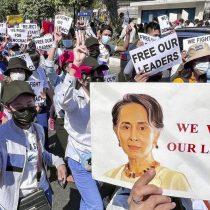 Birmania: Militares intentan controlar internet mientras siguen las protestas