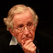 """Noam Chomsky y el Reloj del Apocalipsis: """"Esta generación tendrá que decidir si el experimento humano persiste o se destruirá a sí mismo"""""""
