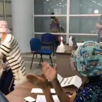No pudo con la emoción: mujer de 86 celebra con un baile tras ser vacunada contra el coronavirus en Antofagasta