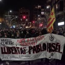 Miles de personas salen a las calles de Cataluña y España por detención de rapero Pablo Hasel