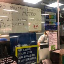 Sindicatos de Metro denuncian 400 despidos de cajeras que se suman a las más de 1.500 desvinculaciones de 2020