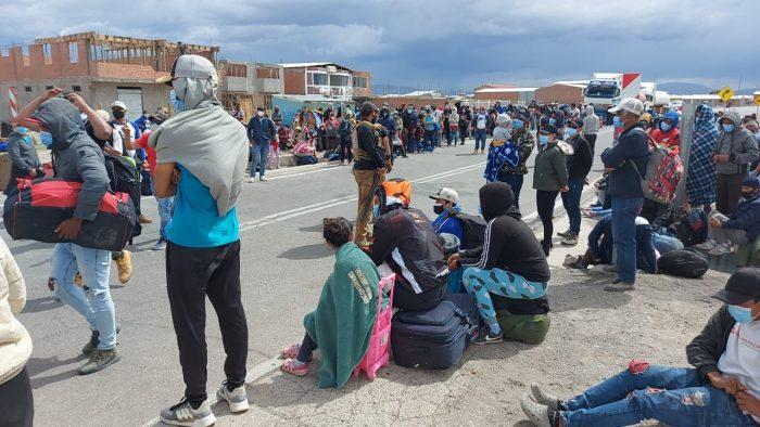 La Moneda opta por mano dura para la crisis humanitaria en el norte: anuncian vuelo para deportar a 100 migrantes y advierten con expulsión a quienes ingresen de forma irregular a Chile