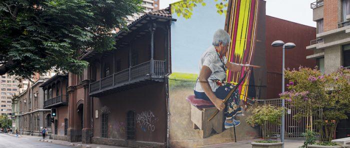 """""""La tejedora"""": en el centro de Santiago inauguran inédito mural inspirado en una artesana chilena"""