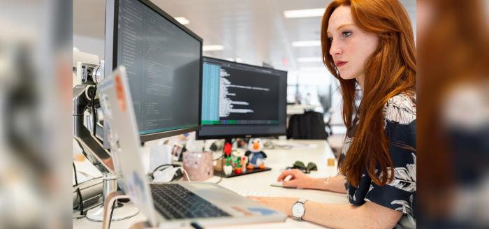 Estudio evidencia que crecimiento profesional de las mujeres en tecnología se ha frenado con la pandemia