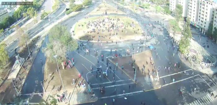Otro viernes de manifestaciones en Plaza Italia: Metro cierra estación Baquedano