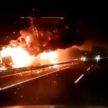 Otro ataque incendiario en la macrozona sur: una camioneta y cuatro camiones fueron quemados en Ercilla