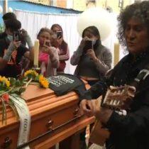 Roberto Márquez de Illapu cantó en velorio de malabarista baleado por carabinero en Panguipulli